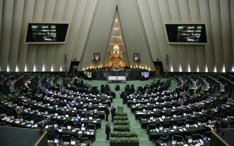 سیاستهای غلط ارزی دولت روحانی در سال ۹۷ میلیاردها دلار را به باد داد