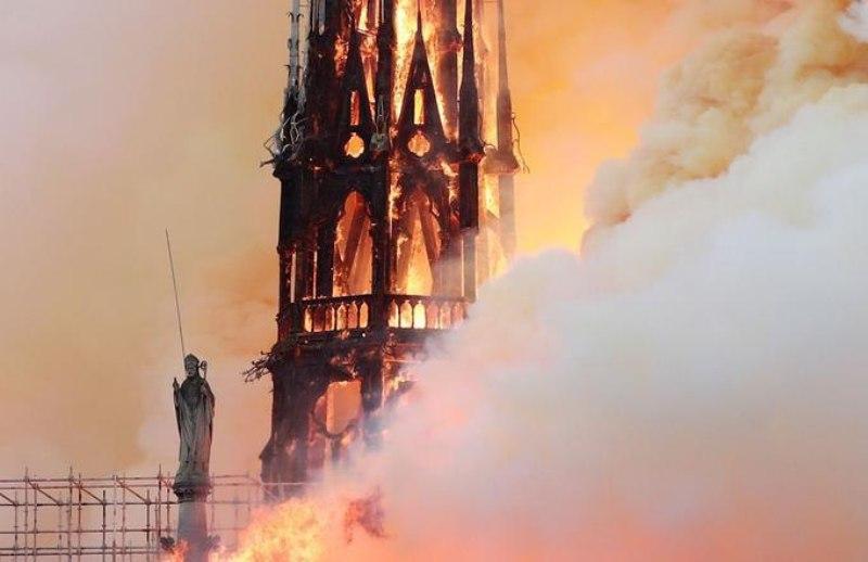 کلیسای' نوتردام '؛ میراثی که در آتش سوخت